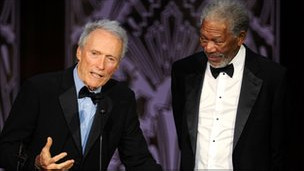 Clint Eastwood (kiri) dan Morgan Freeman
