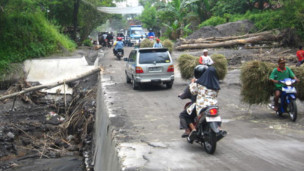 Jalan di kawasan Gunung Merapi